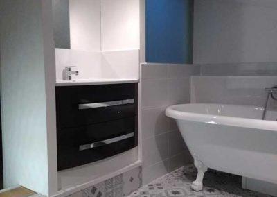 Salle de bain aménagée dans les combles