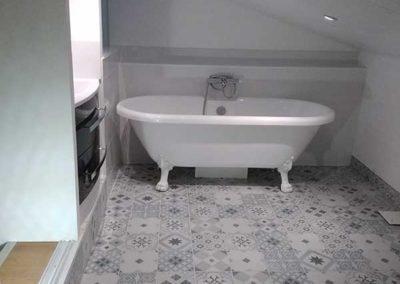 Une salle de bains dans les combles